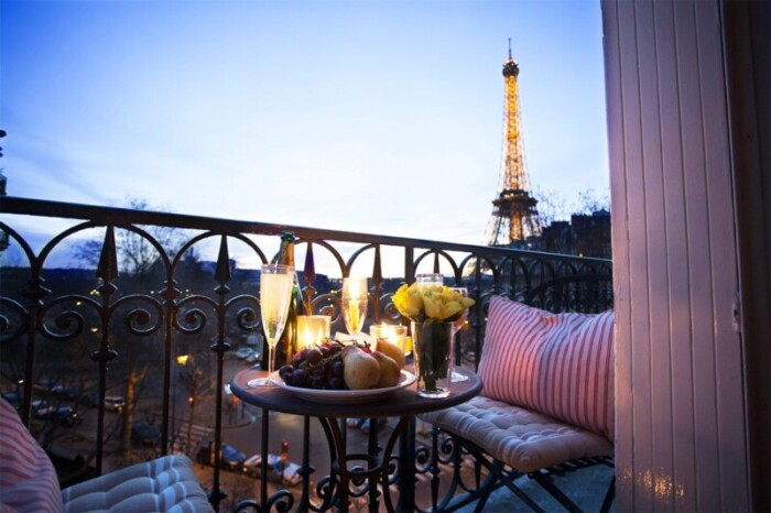 Paris wine with Eiffel Tower