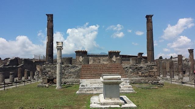Pompeii and Mt Vesuvius tour