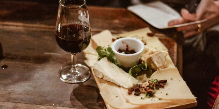 Les Marais food toor with wine and cheese
