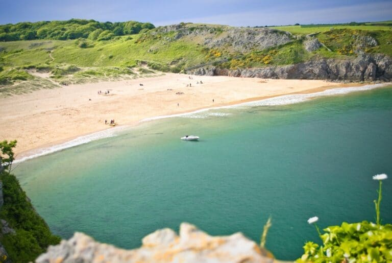 The turquoise waters of Barafundle Bay