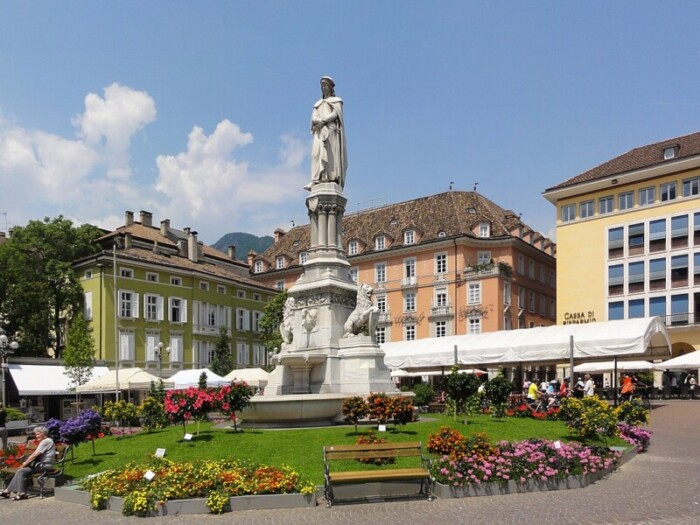 Piazza Walther and gardens