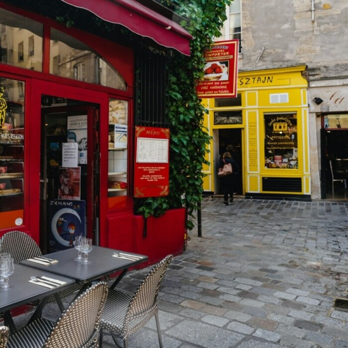 20 Best Traditional Cafes and Brasseries in Paris [Historic Spots]