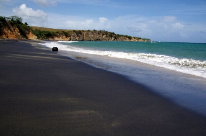 The Caribbean Sea is not all light sand