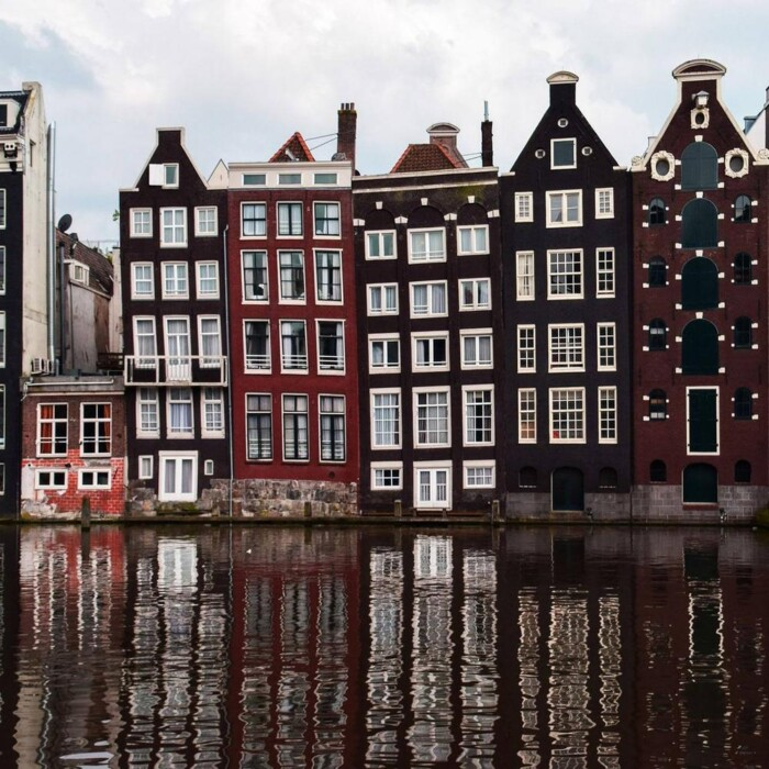Travel From London to Amsterdam: Cheap, Easy & Fast