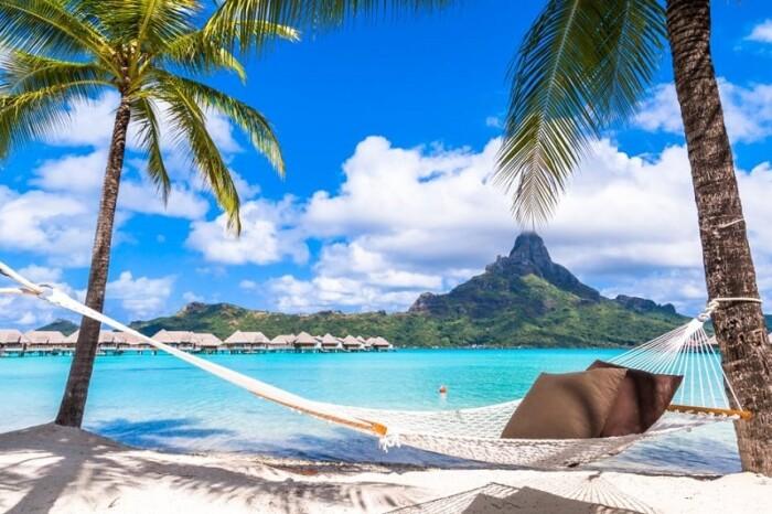 Bora Bora vs Maldives