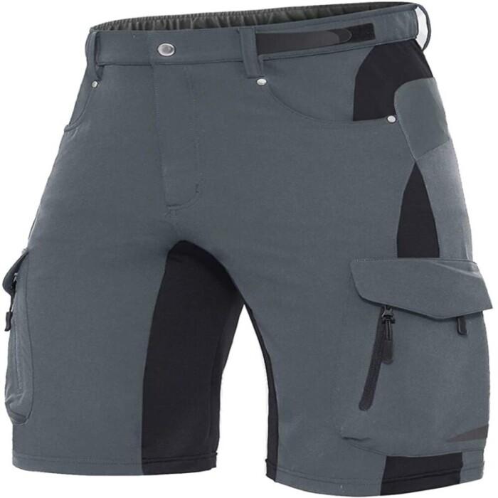 Multiple-pockets cargo shorts