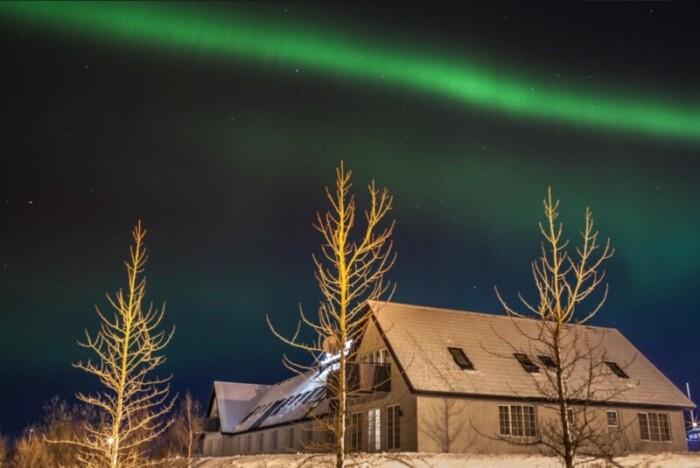 Hotel Laxnes under the northern lights.