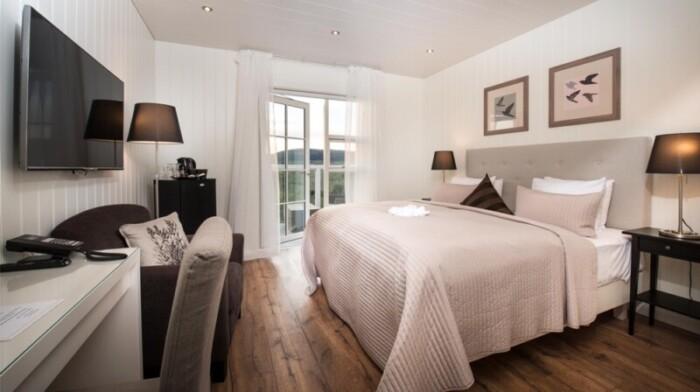 A stylish bedroom in Hotel Grimsborgir.