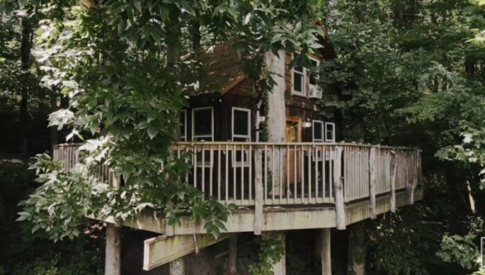 The Mohican Treehouse is a tree house hotel in Midwest Ohio.