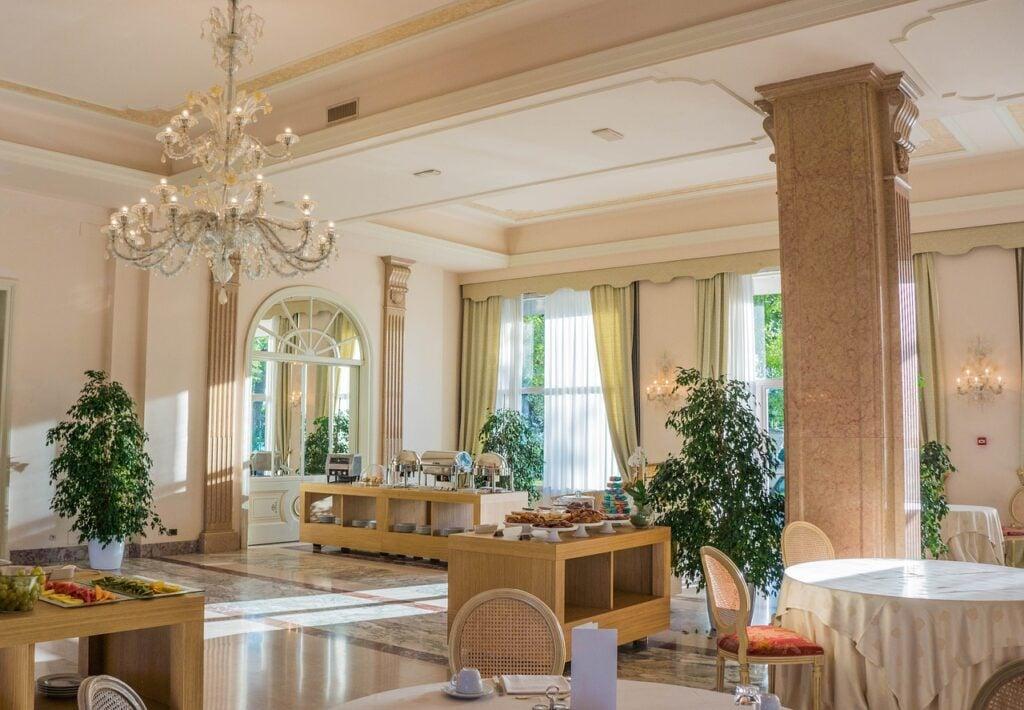 types of hotel rooms: villa