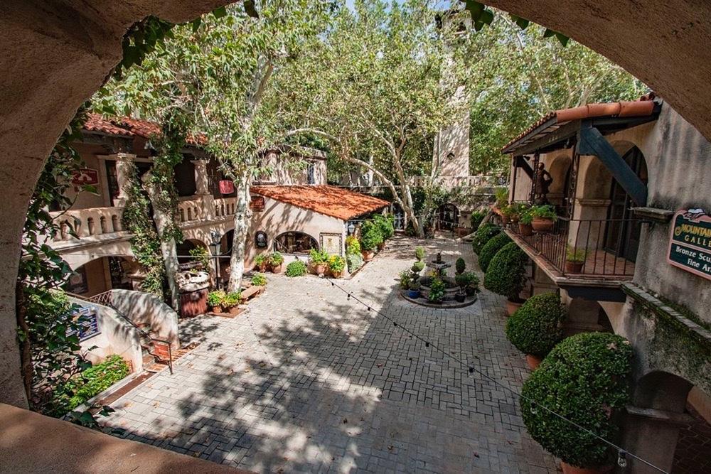 Tlaquepaque Arts & Crafts Village courtyard