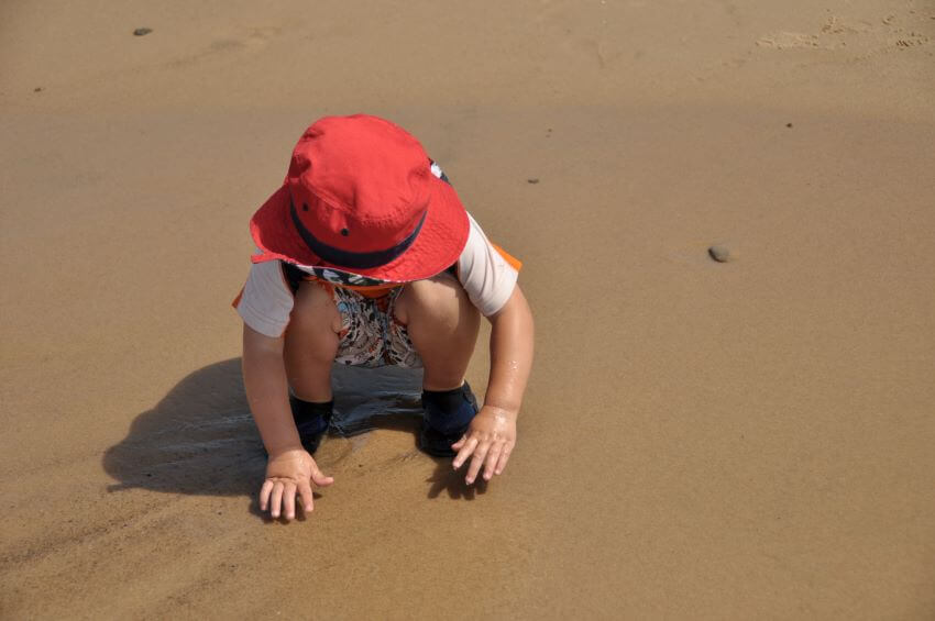 Little kid playing in a beach