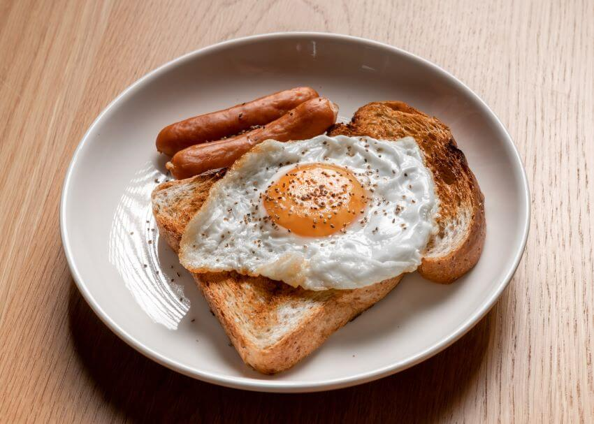 Toasted Bread with Eggs